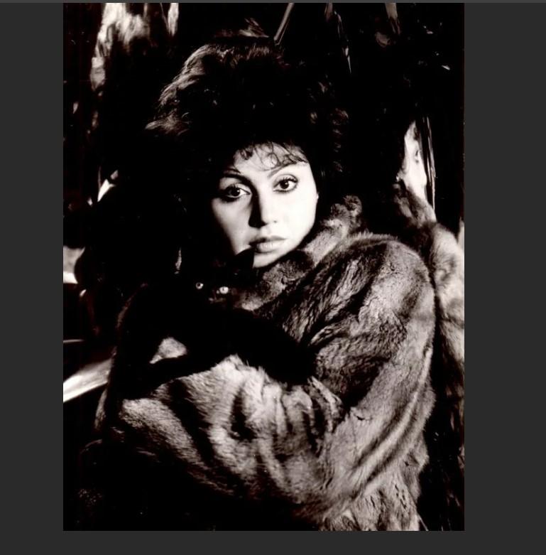 Ирина Отиева: биография, рост, национальность, последняя поэма