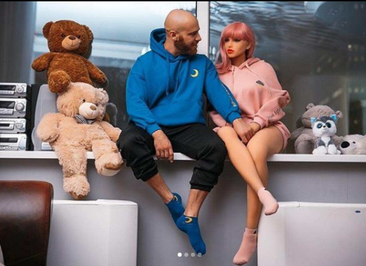 Юрий Толочко. Биография бодибилдера. В камеди клаб, с куклой, вк, жена, марго, фото, инстаграм