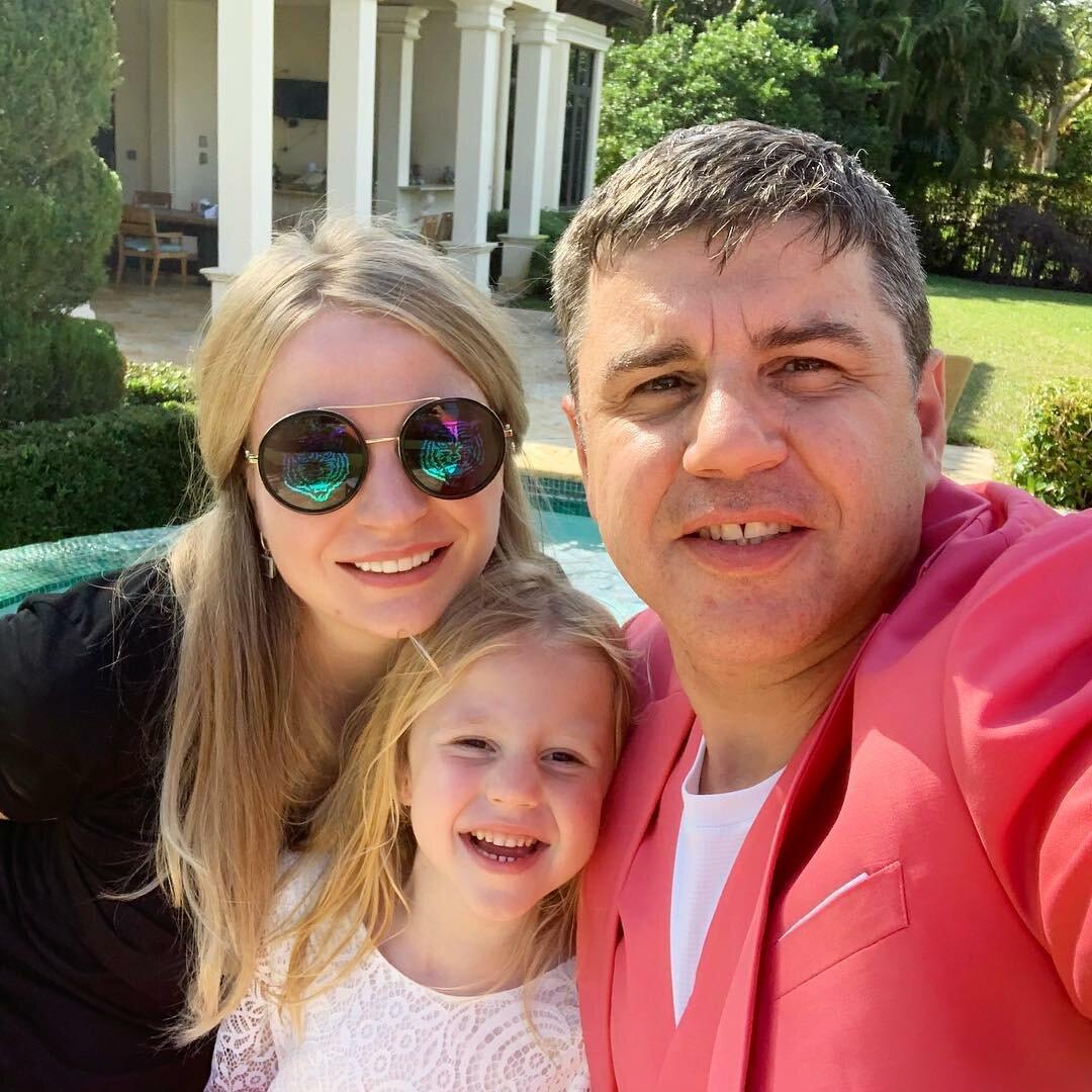 Настя Радзинская с семьей