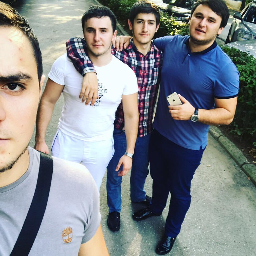 Рустам Нахушев. Фото с друзьями