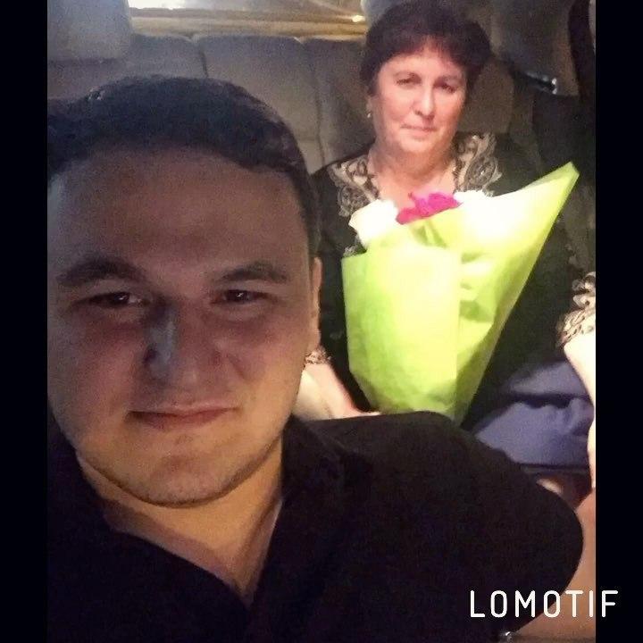 Рустам Нахушев. Фото с мамой