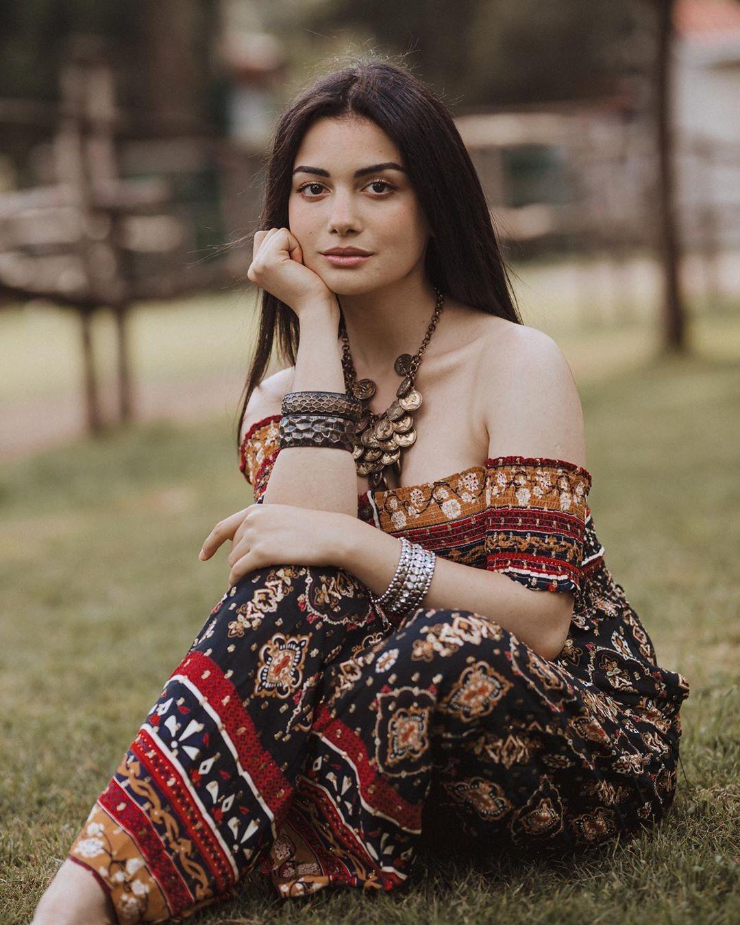 Озге Ягыз (турецкая актриса). Биография. ВК, фото, фильмография, и Гокберг Демирджи, отношения
