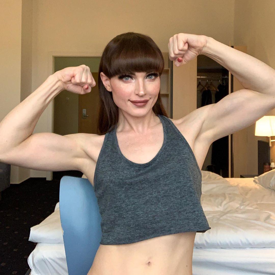 Natalie Mars (актриса 18+). Биография, личная жизнь, до и после операции, Twitter, VK, instagram