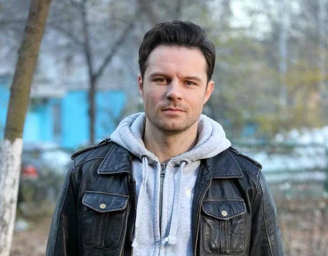 evgenij-pronin-akter-biografiya-lichnaya-zhizn-i-kristina-arustamova-filmy-seriala-foto-socialnye-seti-interesnye-fakty