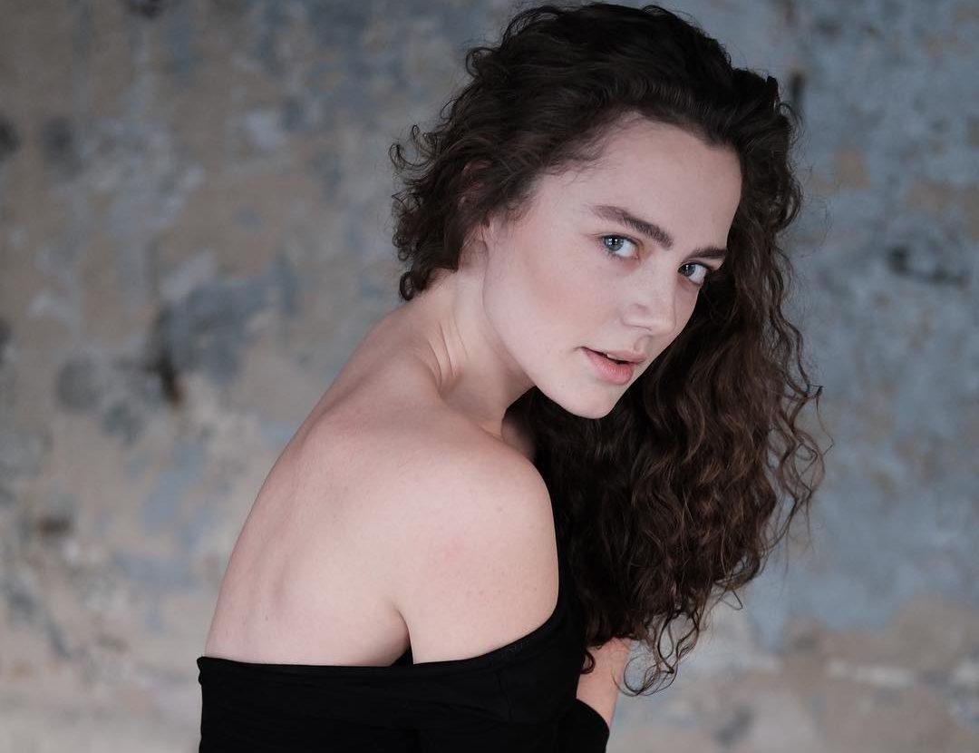 angelina-poplavskaya-aktrisa-biografiya-lichnaya-zhizn-filmografiya-goryachie-foto-v-zhurnale-maksim-maxim-instagram