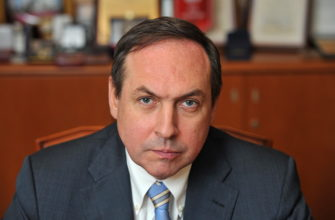 vyacheslav-nikonov-vnuk-molotova-biografiya-lichnaya-zhizn-grazhdanstvo-ssha-kniga-o-lenine-bolshaya-igra-foto