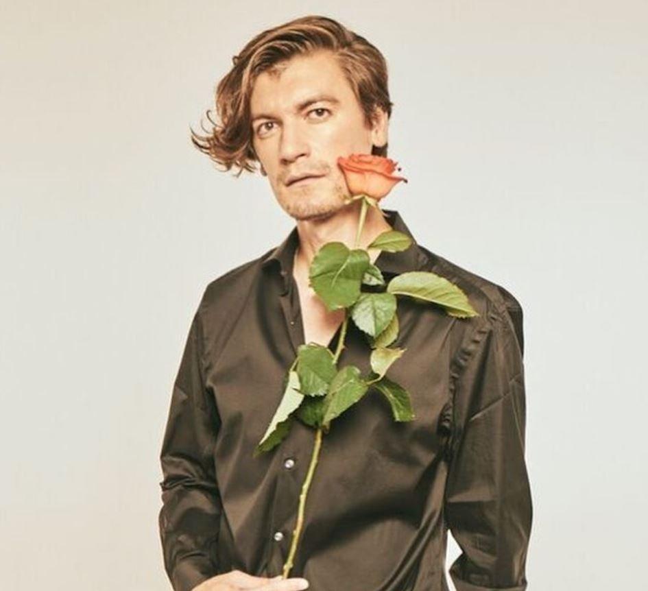 Александр Гудков (актер). Биография, личная жизнь, ориентация, фото с женой, семья, Инстаграм